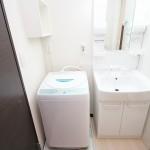 室内洗濯機置き場&独立洗面台!